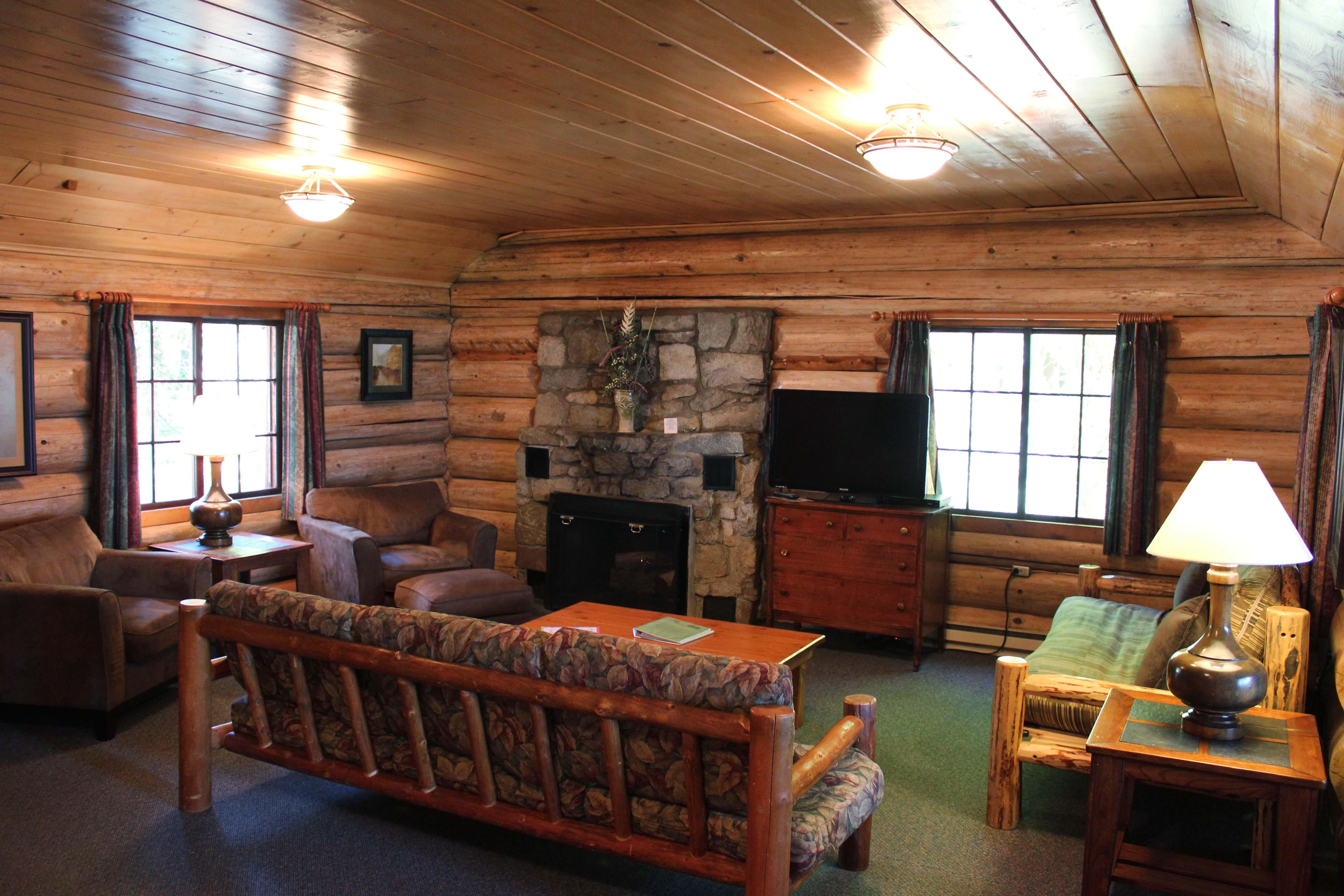 Rental cabins in idaho elkins resort on priest lake for Pictures inside