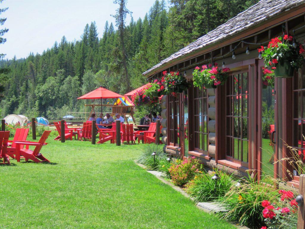 image of people having lunch outside at Elkins Resort